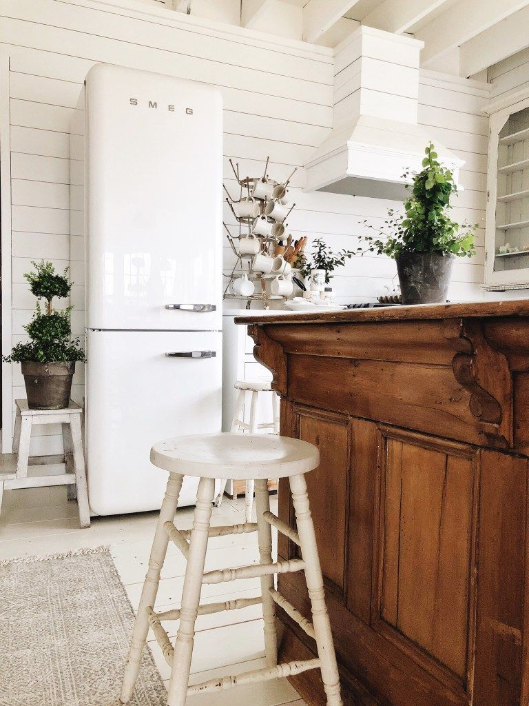 OUR FRIDGE IS IN!! Smeg Refrigerator Review | alte Kommoden ...