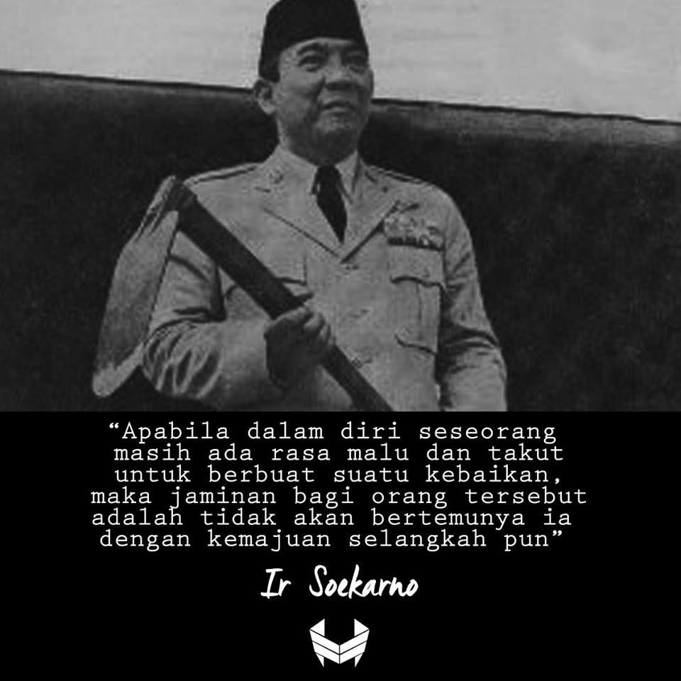 Gambar Ir Soekarno Hitam Putih
