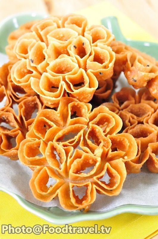 Crispy Lotus Blossom Cookie Asian Dessert In 2019 Blossom