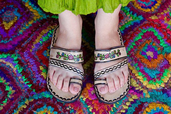 ee3785b81c88 Brown Leather Sandals Woman Mexican Shoes Vintage Style 1970s-Floral-Flip  Flops-Hippie-BOHO-Tribal-Shoes-Summer-Handmade Sandals-Huaraches