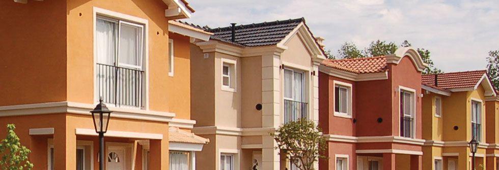 Pintura exterior fachadas casas techos rojos buscar con - Pintura fachada exterior ...