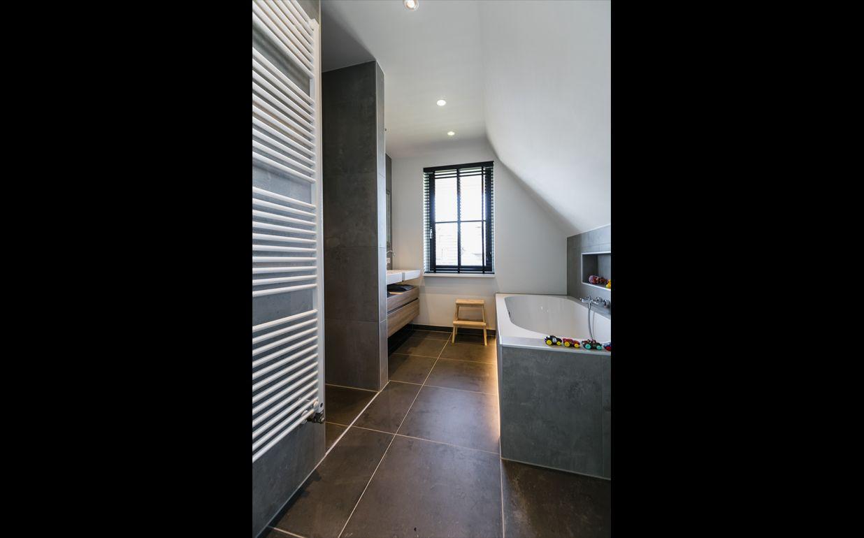 Inloopdouche Met Wastafels : Ruime badkamer met vrijstaand bad beniers badkamers