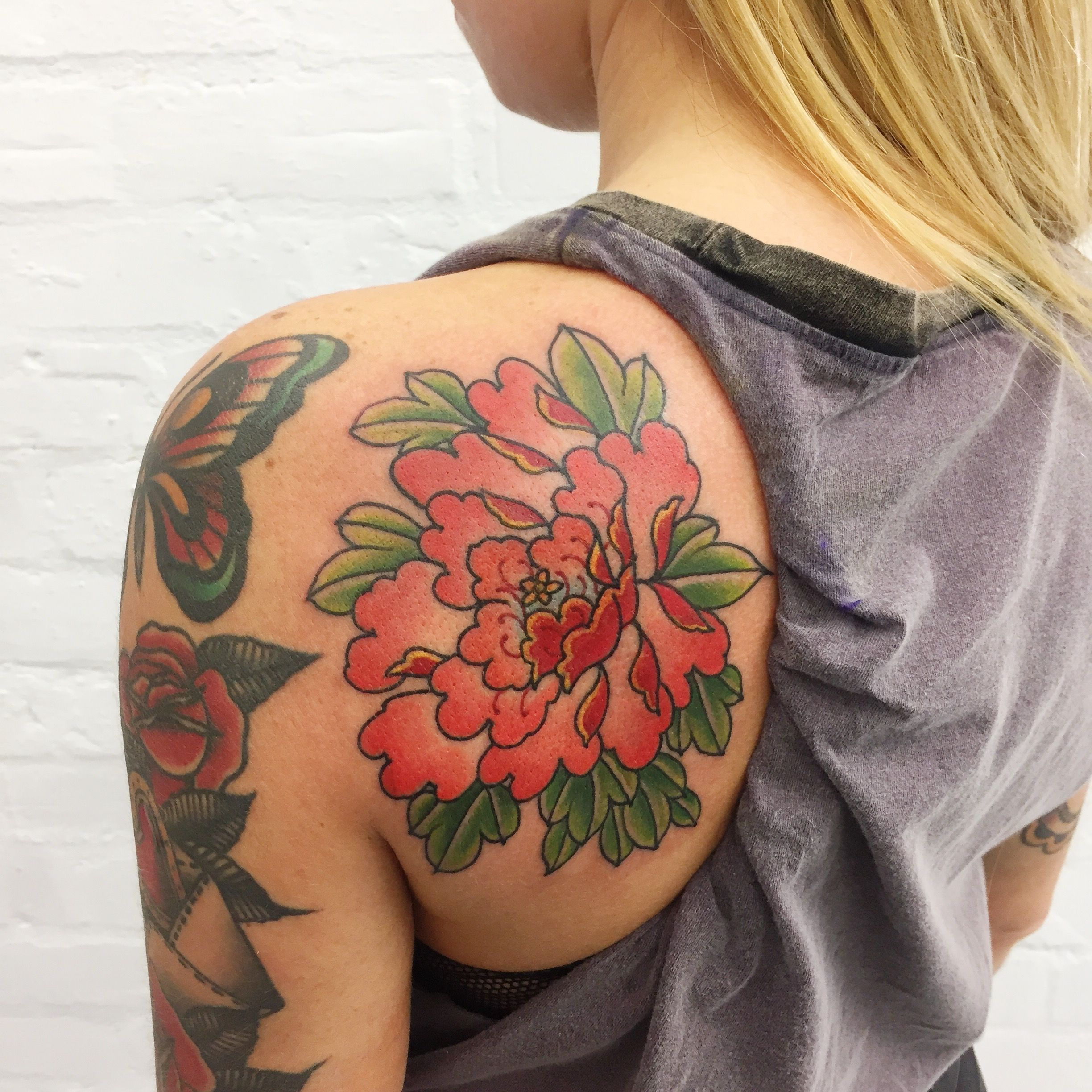 traditional japanese peony tattoo done by tomtom sunsettattoonz t a t. Black Bedroom Furniture Sets. Home Design Ideas