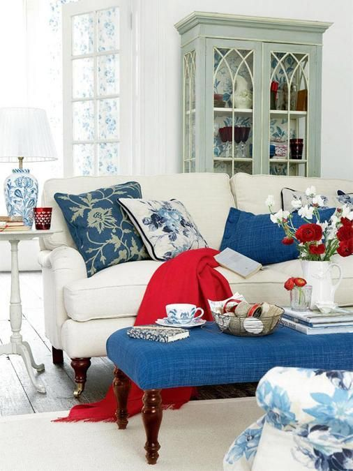 Red White And Blue Colors Adding Patriotic Decoration Vibe To Summer Homes Living Room Red Blue Living Room Blue Home Decor