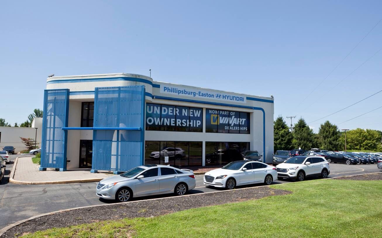 Phillipsburg Easton Hyundai >> Front Of Showroom Showing Vinart Is Now Managing The Former
