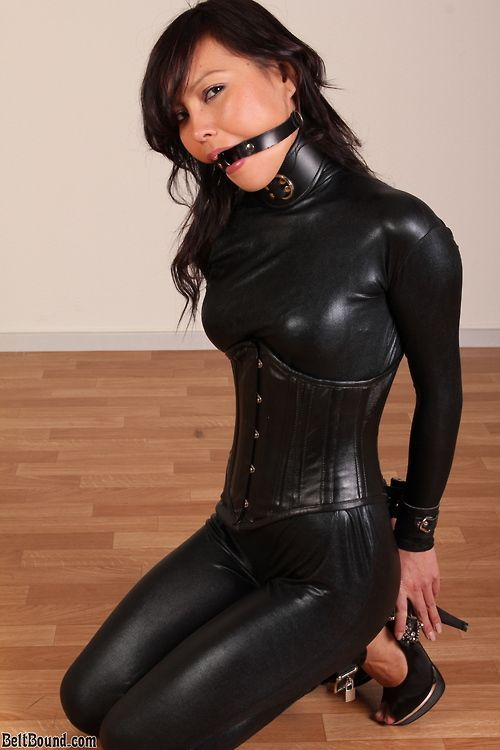 leather mouth cum holder
