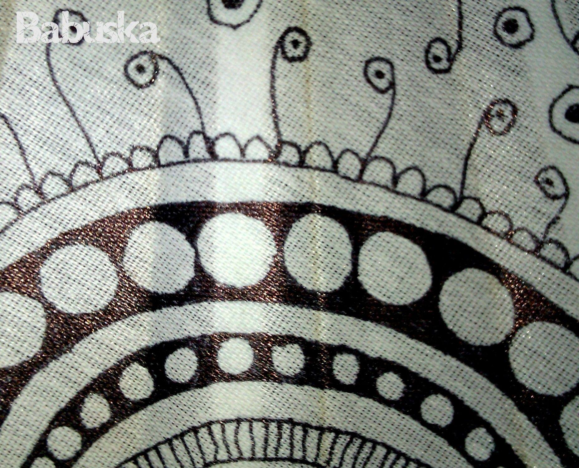 Abanico decorado con dibujos a mano alzada B396 babuska