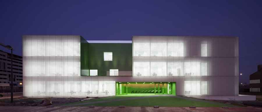 Centro Municipal de Servicios Sociales de Móstoles, Madrid, design by Dosmasuno Arquitectos