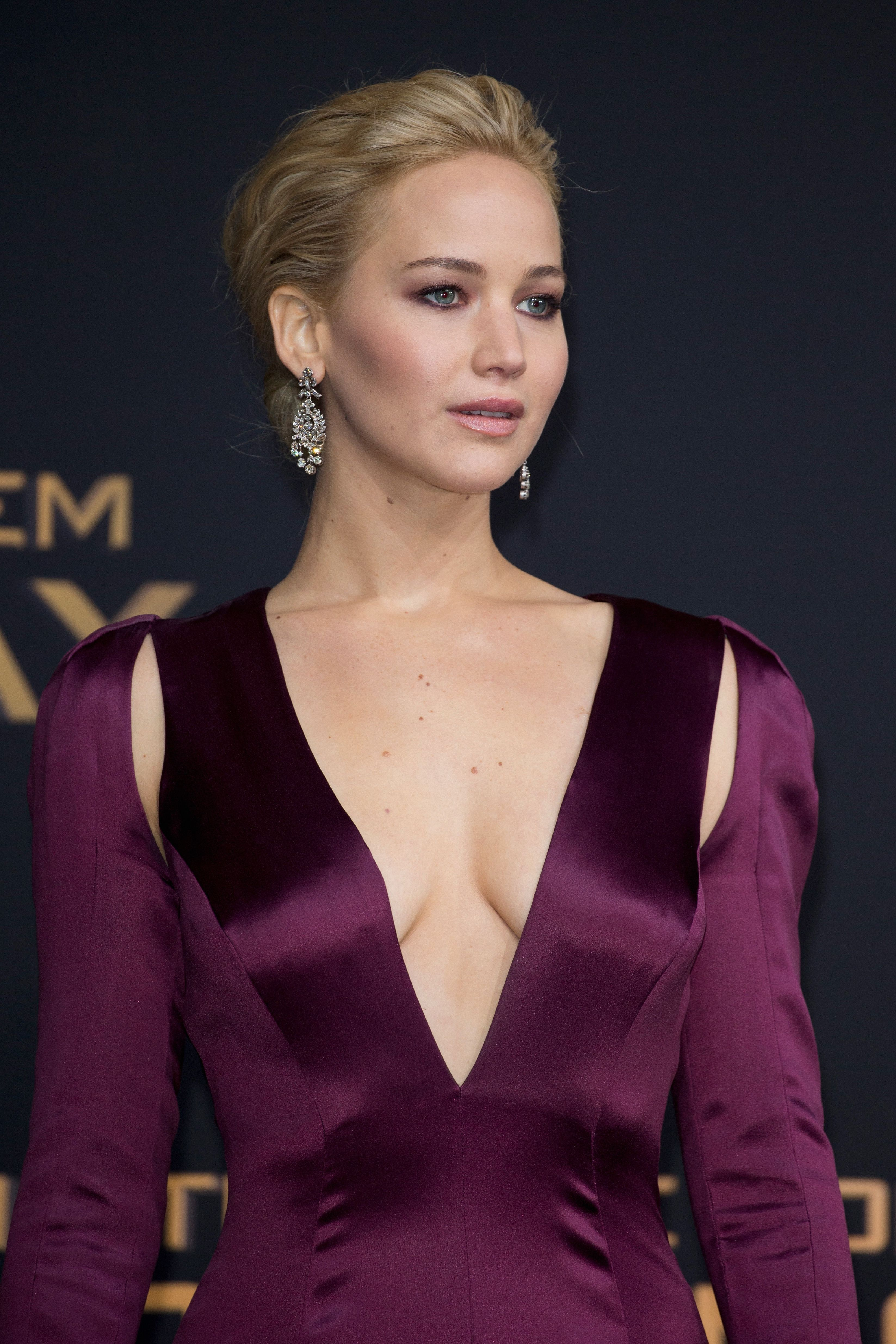 Cleavage JLaw nude photos 2019