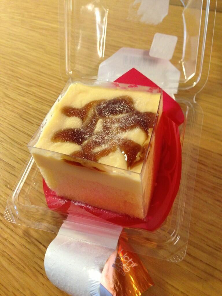 ローンソのプレミアム四角いプリンのケーキ