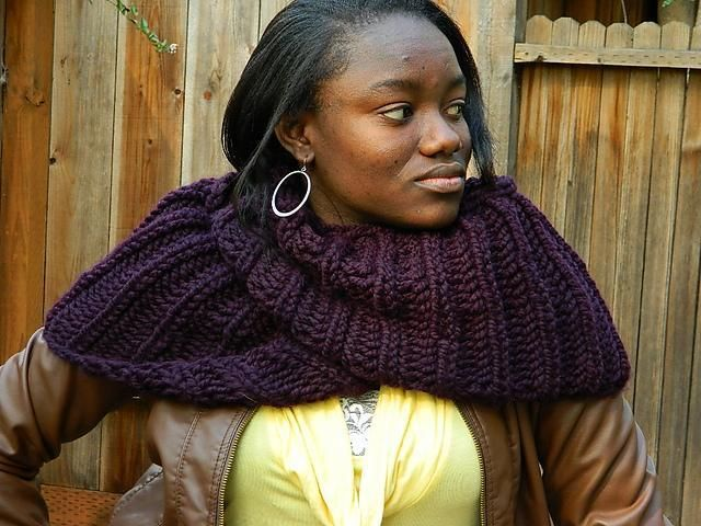 Knitting Scarf Patterns Infinity Scarf : 7 free infinity scarf patterns available on craftsy!