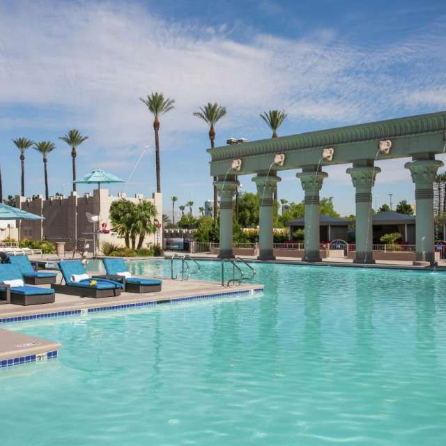 Pin By Jane Ratcliffe On Places To Visit Las Vegas Pool Pool Oasis Pool