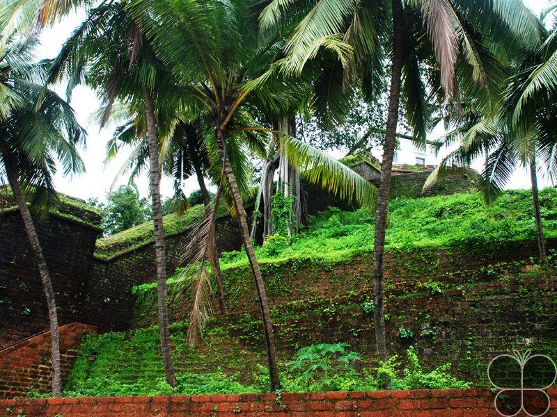 Reis Magos Fort  http://www.hikeezee.com/explore/destinations/reis-magos-fort-3605    #fort #goa