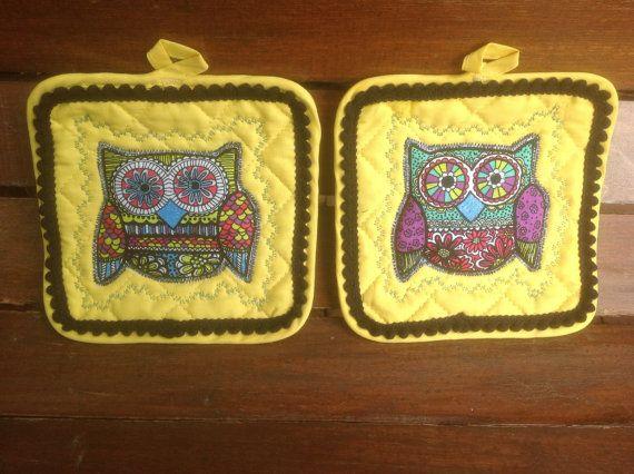 Rétro Canary Yellow Owl manique Set  se par customstitcheryetc