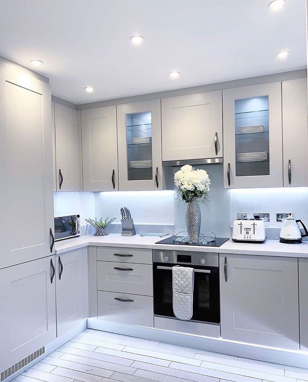 Home Decor Inspiration On Instagram Lovely Kitchen With Beautiful Decor What Do You Notice Modern Kitchen Design Kitchen Room Design Kitchen Design Small Home design kitchen room