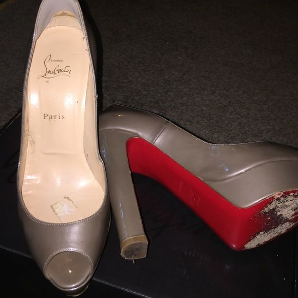 36775969e82f Red bottoms.. VERY USED. Size 41 Red bottoms. I am the 2nd owner I  purchased them 2nd hand. They were NEVER AUTHENTICATED. They could be real  they may not ...