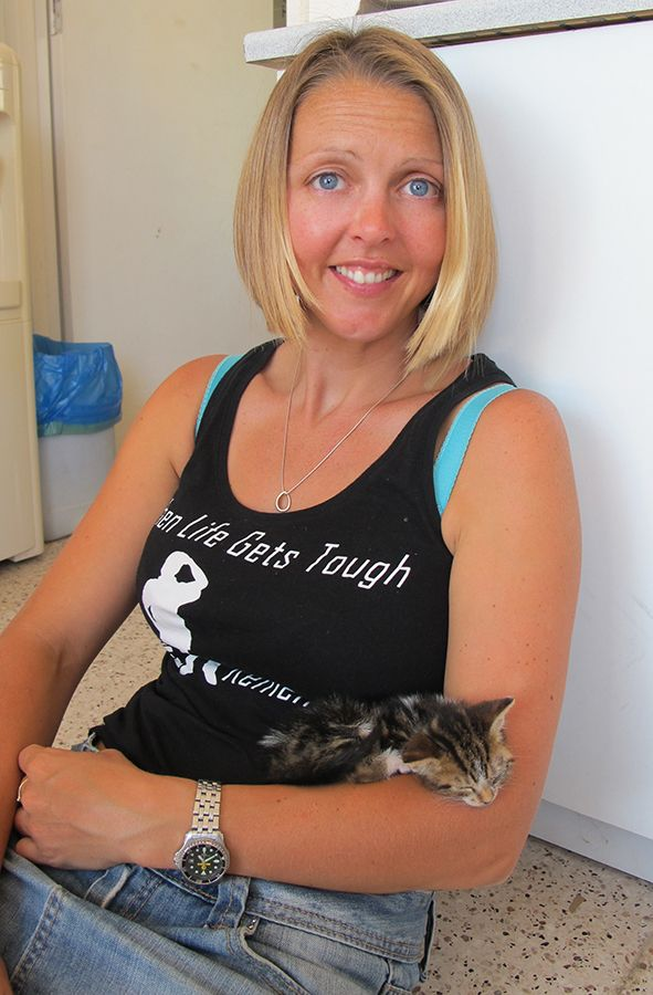 """Scuba Cat brought the new kitten """"Kit"""" to come and seee us and she gets a love at the Dive Centre"""