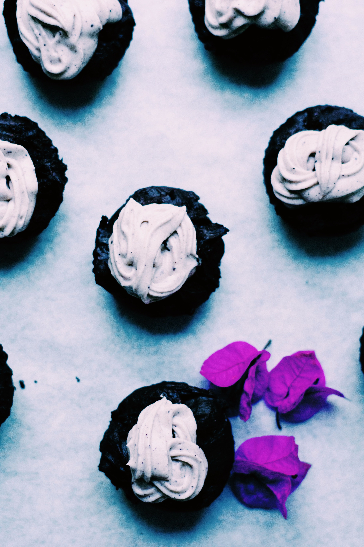 VEGAN BROWNIE CAKES WITH ACAI FROSTING