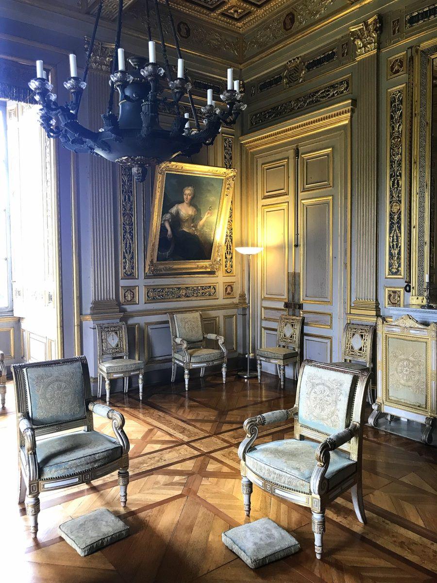 Le Chateau D Ancy Le Franc Une Escapade Renaissance En Bourgogne Le Blog De Lili Maison Gothique Plafond A Caissons Bourgogne