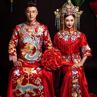 20 Beautiful Traditional Chinese Wedding Dresses With Morden Design Chinese Wedding Dress Traditional Traditional Chinese Wedding Chinese Wedding Dress