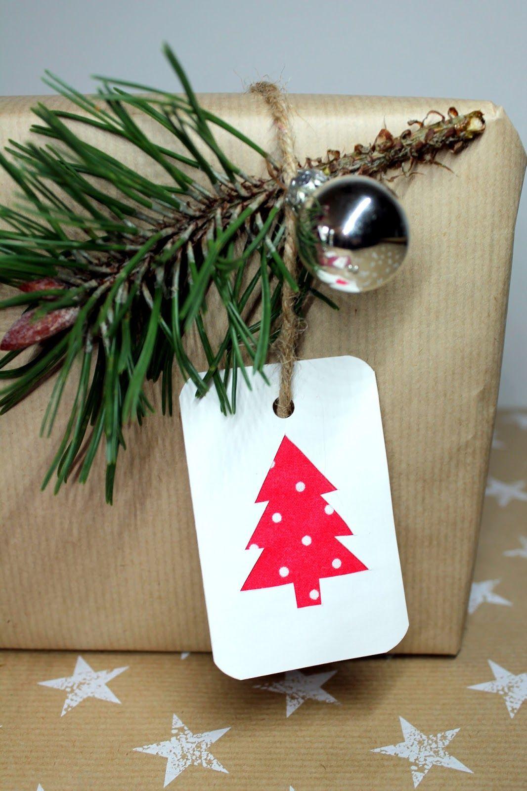 Es ist Weihnachtszeit! DIY Weihnachtsgeschenkanhänger mit Stoff ganz ...