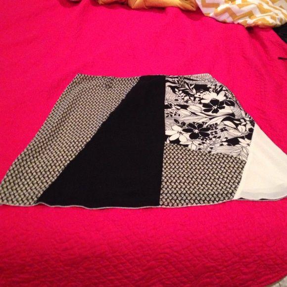 Oscar de la Renta, sheer pattern skirt, size 18W Oscar de la Renta, sheer black and cream skirt, fully lined, missing belt, size 18W Oscar de la Renta Skirts