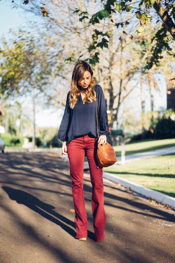 fef7857ca2b3d Look - Flare Vinho | Bloggers | Calças coloridas, Look calça ...