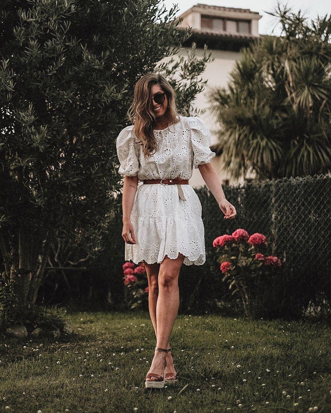 """, Estibaliz Prieto on Instagram: """"Vestidos blancos sencillamente perfectos ❤️  Es de @thedesire_shop y en su página web tenéis 10%dto con el código esti10.  La segunda foto…"""", Anja Rubik Blog, Anja Rubik Blog"""
