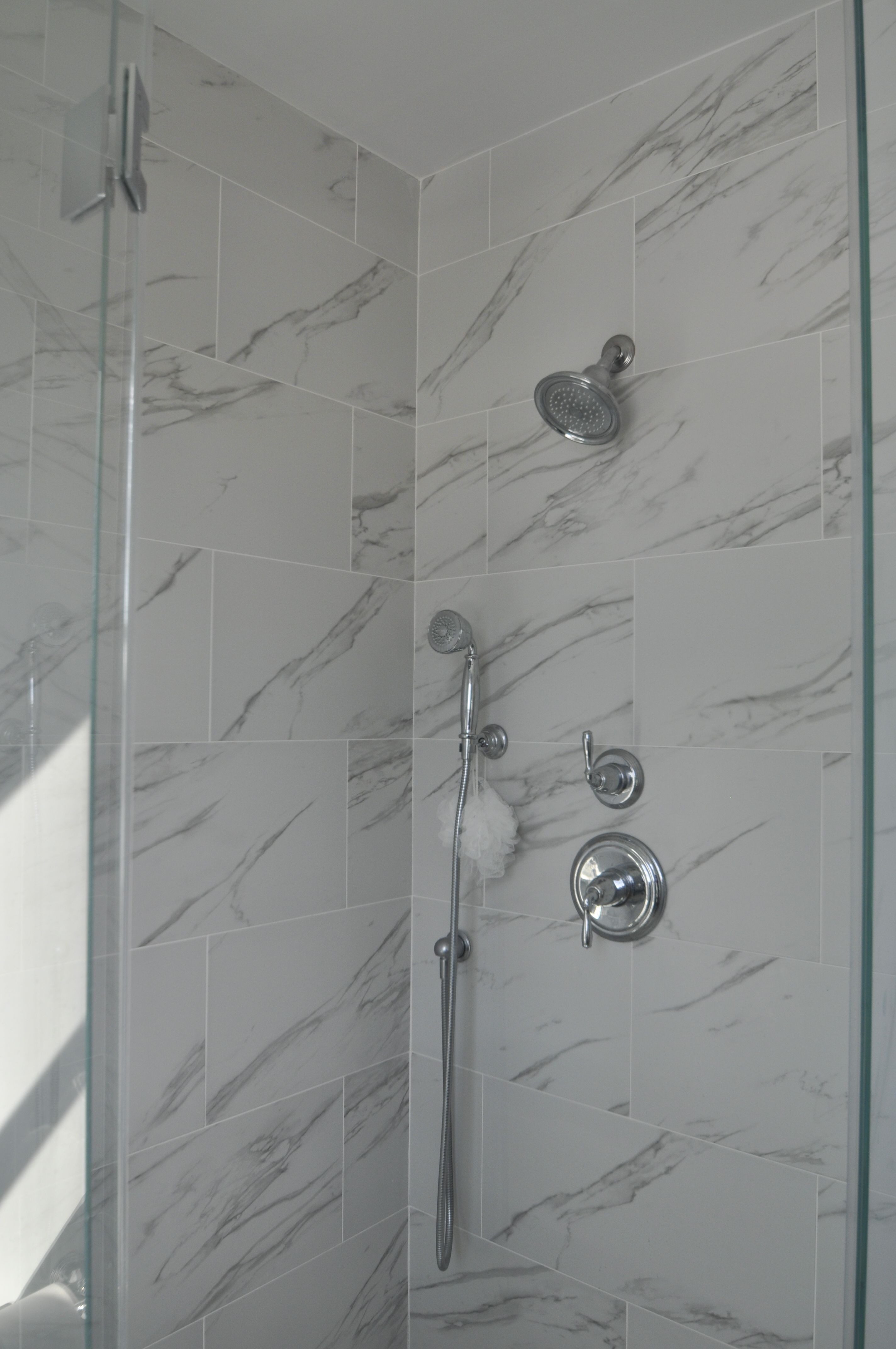 Neo Angle Shower with Frameless Shower Doors and Shower Wand ...