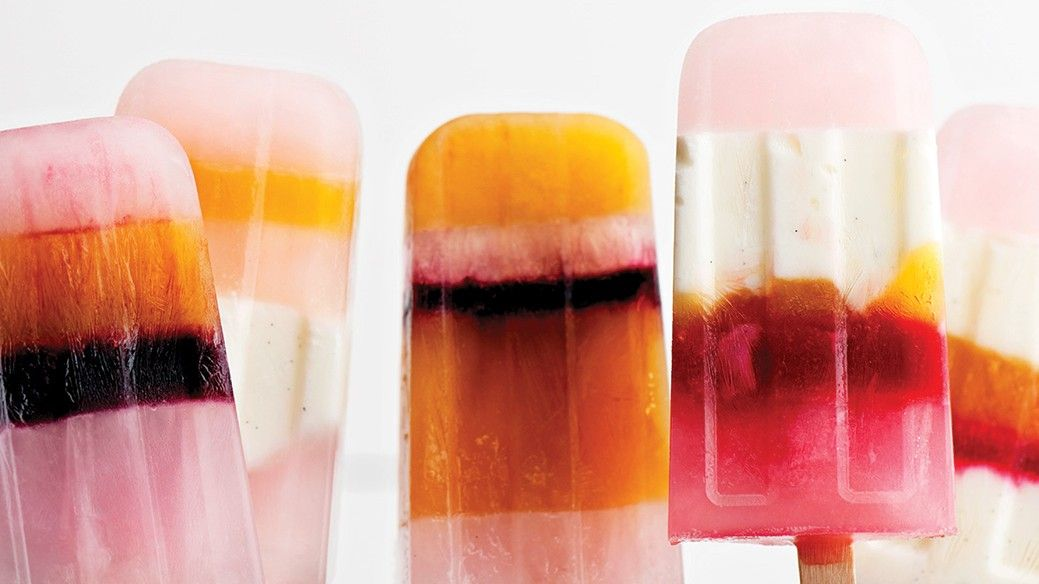 Pops and Bubbles: How to Throw a Champagne Popsicle Party #champagnepopsicles