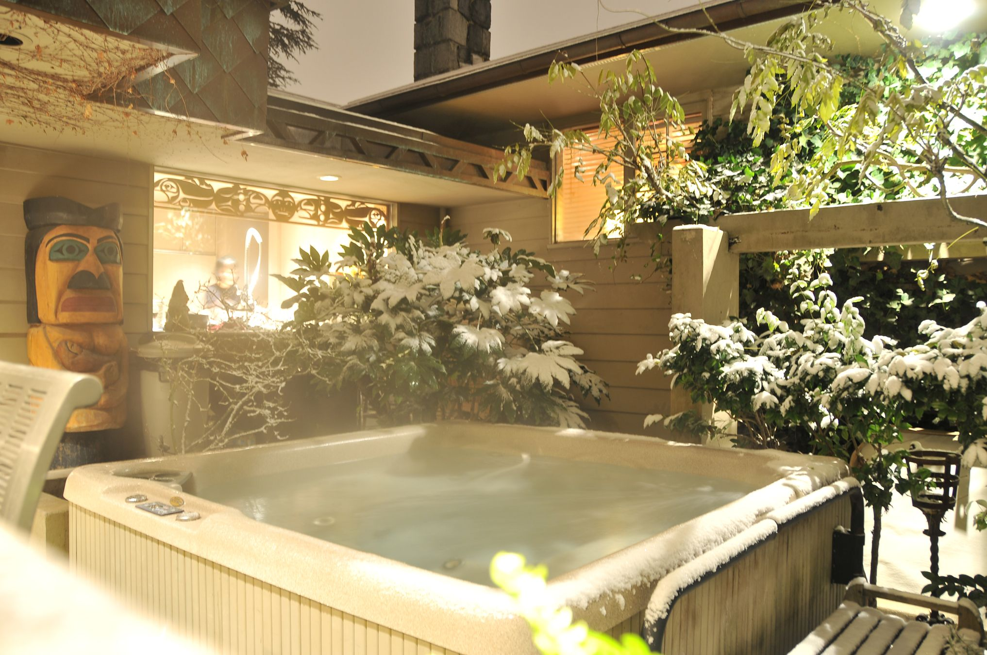 What a beautiful scene! This Beachcomber hot tub draped in snow ...