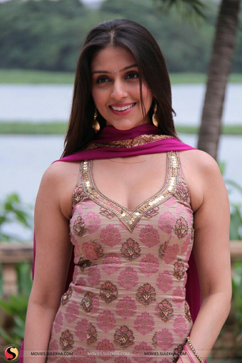 Watch Aarti Chhabria video