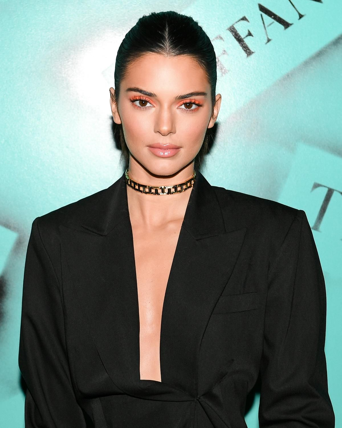 Kendalljenner Flashed A Smile And Her Custom Tiffanyt Choker And Rings For The Camera At The Mode Kendall Jenner Outfits Kendall Jenner Style Kendall Jenner