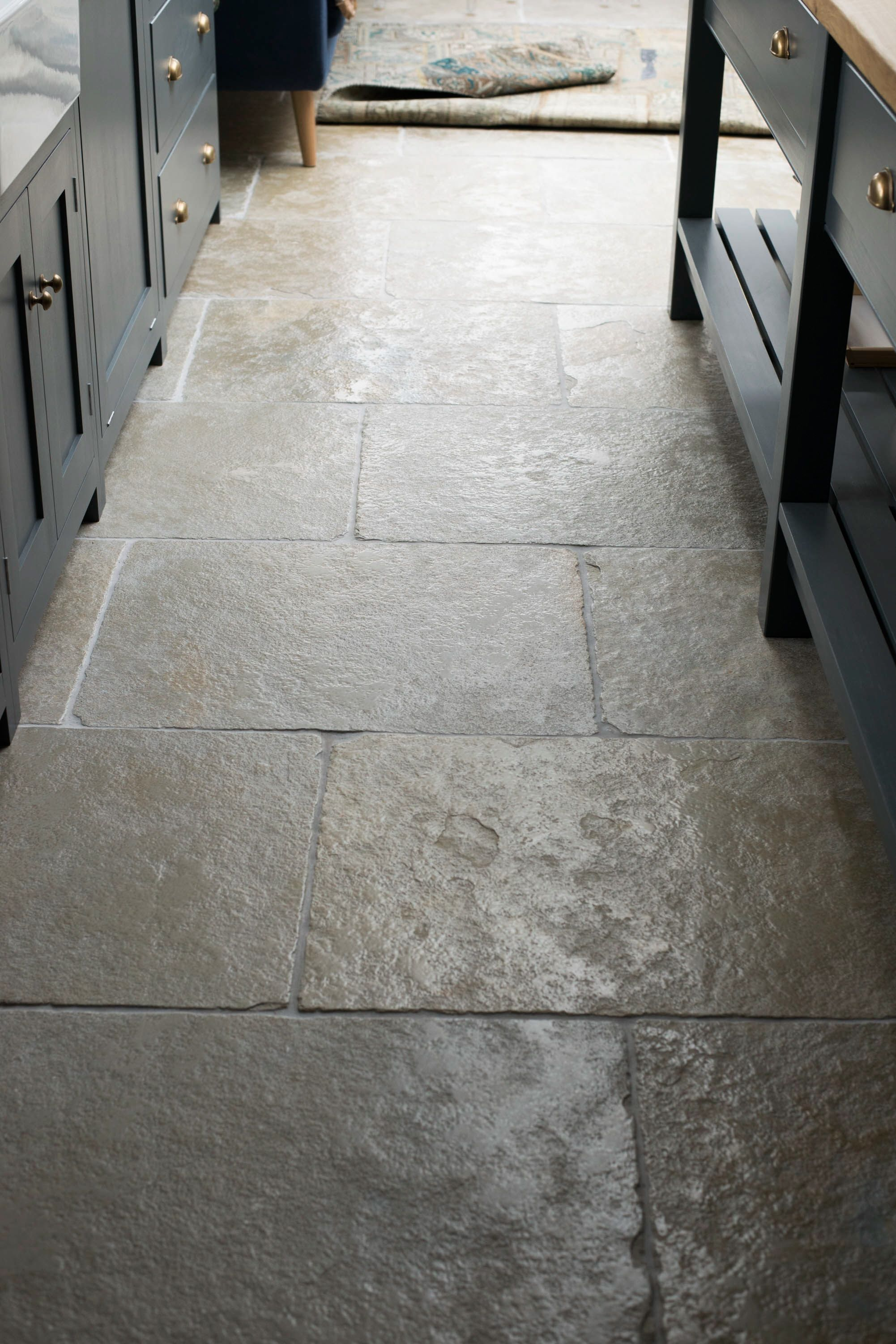 A Close Up Of The Umbrian Limestone Laid In 700x560 In The Hampton Court Kitchen Stone Flooring Stone Tile Flooring Natural Stone Flooring