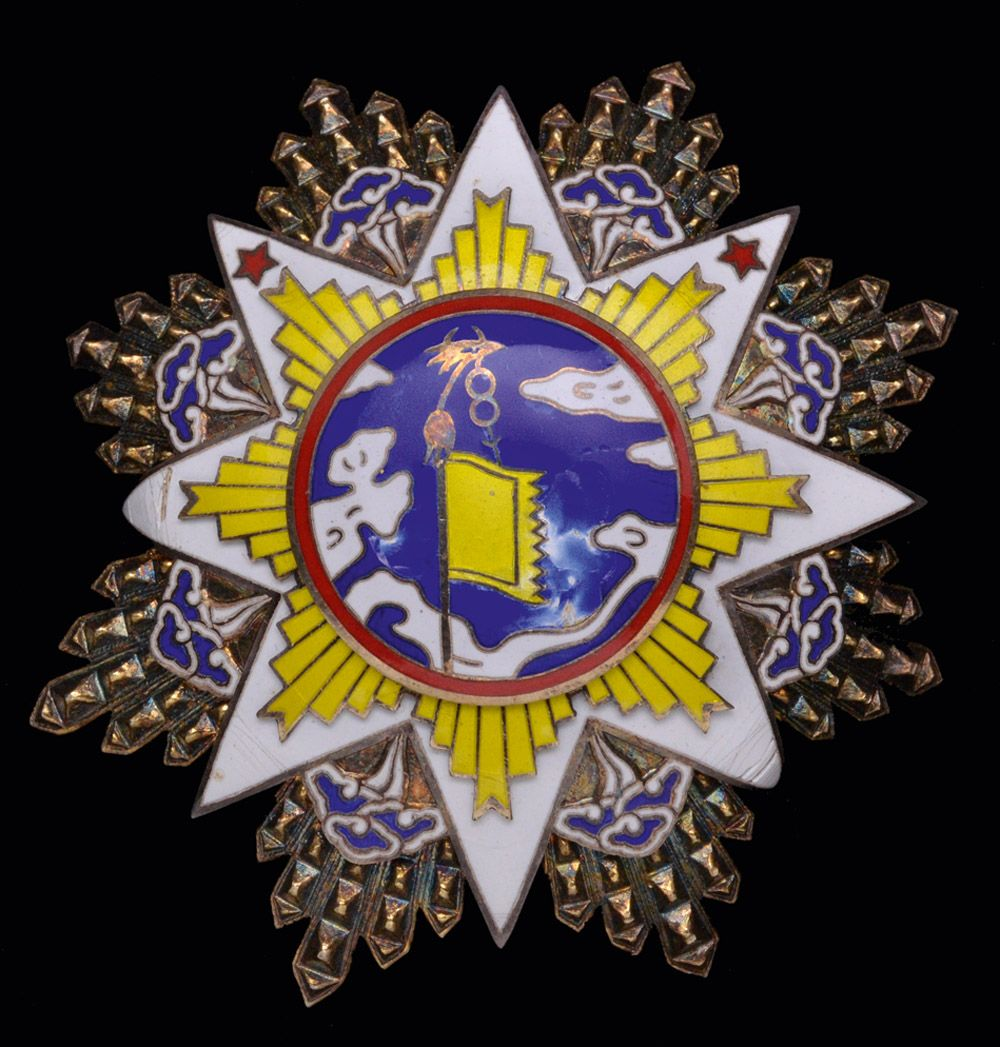 China Order of the Cloud and Banner, Second Class (With