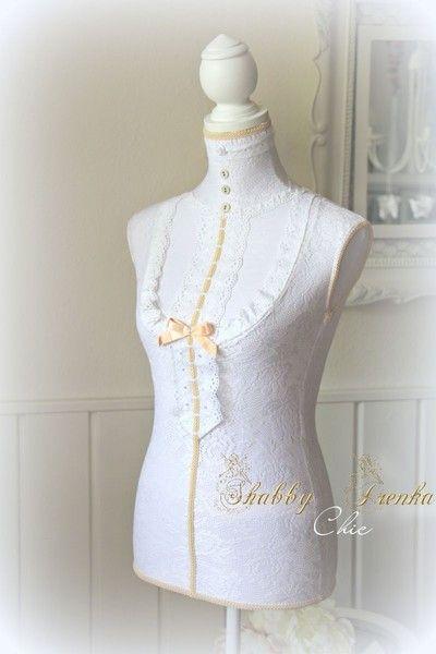 Schneiderpuppe im viktorianischen Stil #tailor #dummy #victorian #female #bust #inspiration #white