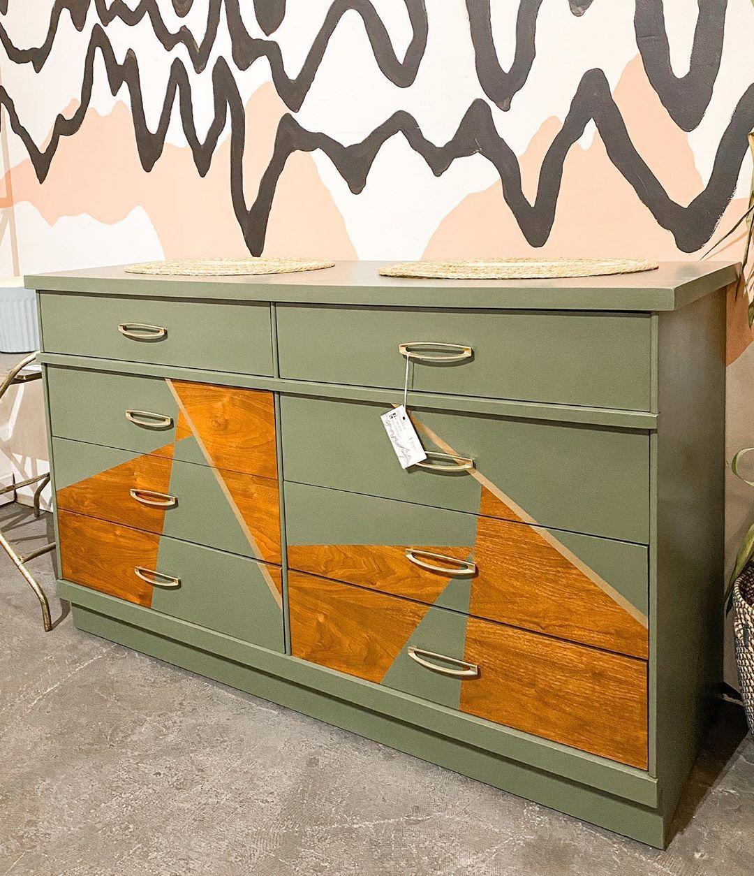 "Mikey (M Mid Mod) on Instagram: ""We love a geometric piece 💁🏼♂️ . . . . . . #midcenturymodern #modernfurniture #furniture #furnitureflip #fleamarketflip #mcmfurniture…"""