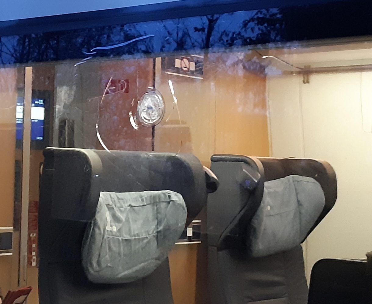 Ice Beworfen Scheiben Gesplittert Bahnverkehr Bad Bevensen Und
