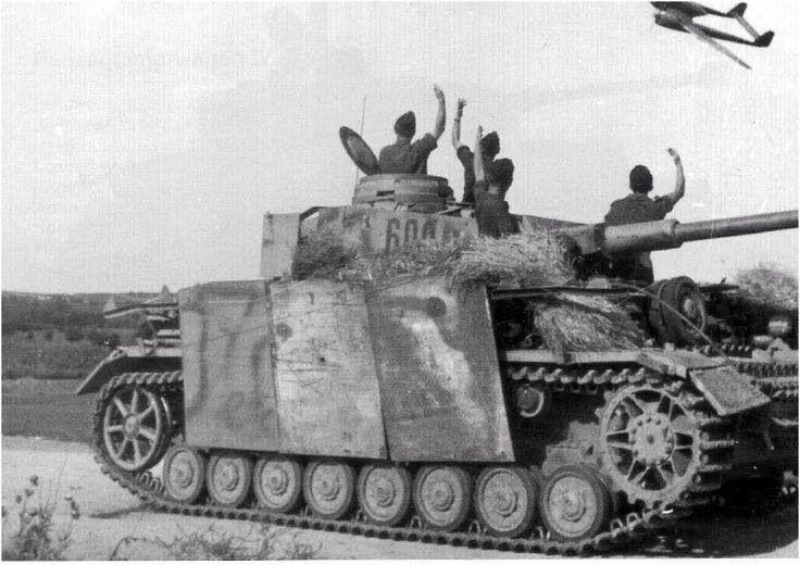 Panzer IV coded ' 600 ' of Oblt von Seyfried the commander of 6th company, II Battalion, 6th Panzer Regiment, 3rd Panzer Division; Sandomierz bridgehead, mid-august 1944.