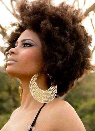 na moda com cabelos afro black