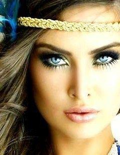 love the eye makeup and headband!