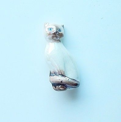 Ceramic-Siamese-Cat-Pin-1-5-Inches-Tall-Lustre-Glaze-Signed-Avon-Side-Ear-Chip