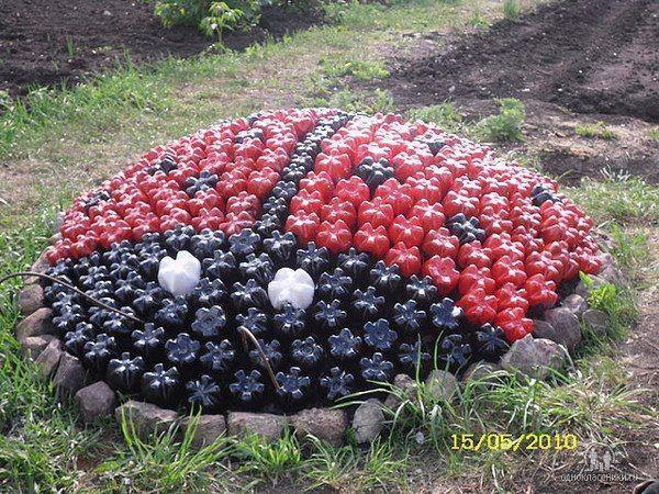 ladybug using painted 20oz soda bottles. Shut the front door!! Love it!!