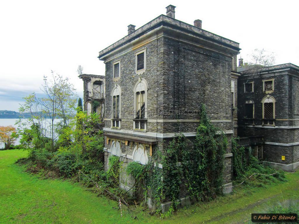 villa poss the queen of lake maggiore ghost sites villa poss the queen of lago maggiore. Black Bedroom Furniture Sets. Home Design Ideas