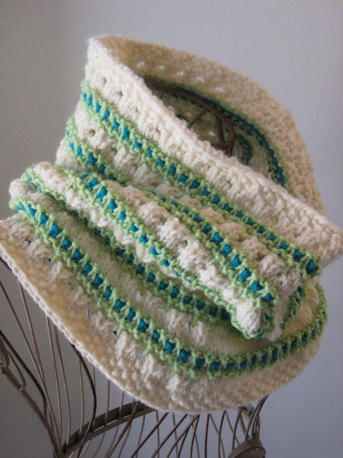 Stripe and Spot Cowl: made with ~200 yards of worsted weight yarn ...