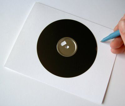 Build/Make/Craft/Bake: Make a moving turntable greeting card from a floppy disk