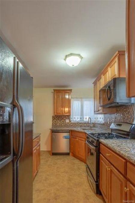 27990 W Chicago Street, Livonia, MI 48150 | Kitchen ...