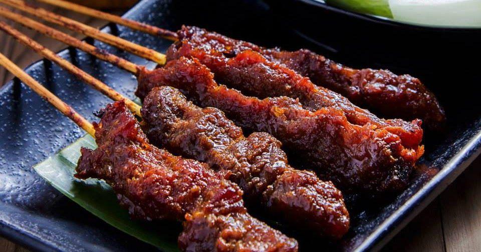 Satay Kambing Bahan Bahan 1 Kg Daging Kambing 3 Sudu Besar Madu Atau Gula Merah 2 Sudu Kecil Garam Kayu Lidi Secukup Dan Direndam Semal Satay Food Sausage