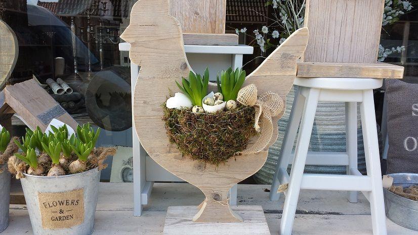 steigerhouten kippen gevuld met voorjaars paas bloemwerk en eitjes ideen rund ums haus. Black Bedroom Furniture Sets. Home Design Ideas
