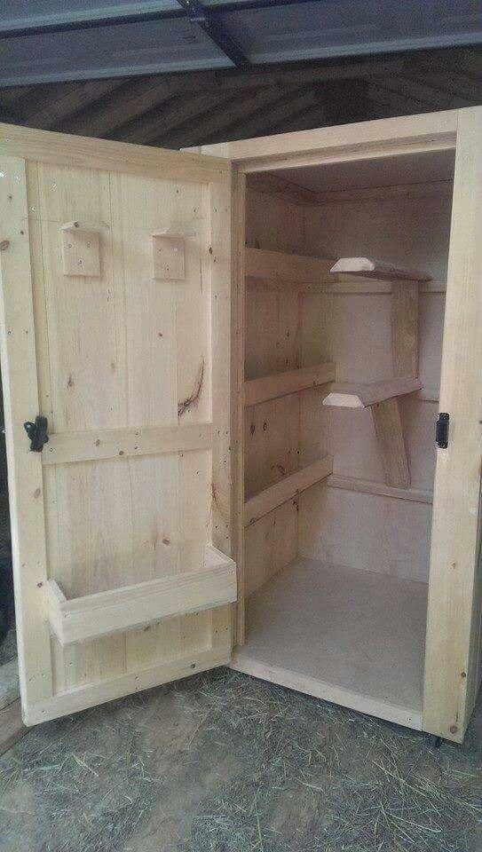 Fabrication D Une Armoire De Sellerie Pieces Pour Harnais De Cheval Sellerie Equitation Sellerie